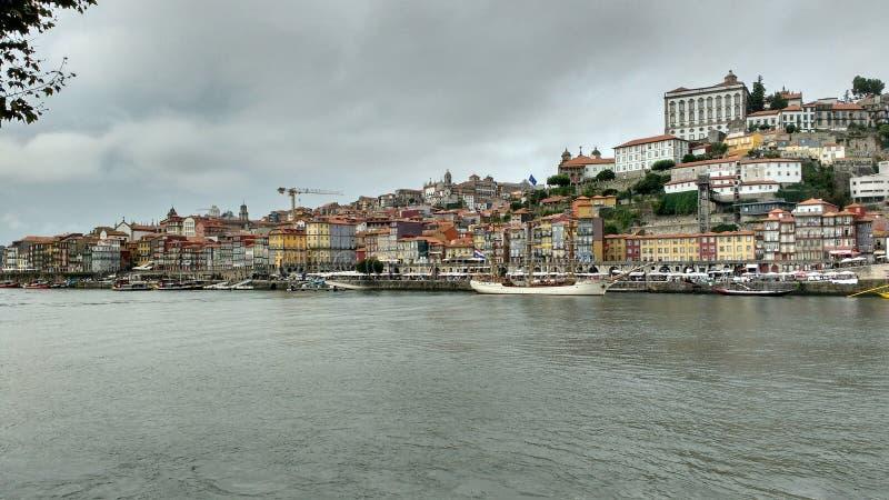 Bewolkte dag in Porto stock afbeeldingen