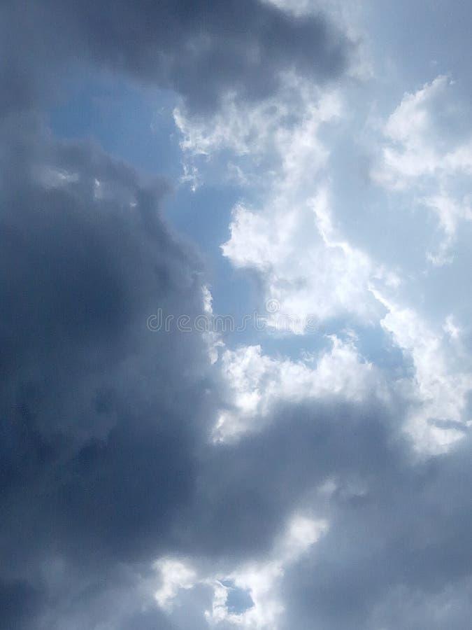 Bewolkte hemel royalty-vrije stock afbeelding