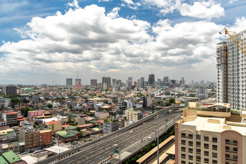 Bewolkte hemel bij de stad van Manilla, Makati Filippijnen, 9,2019 April stock foto