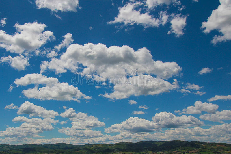 Bewolkte hemel over Umbrië, Italië royalty-vrije stock afbeeldingen