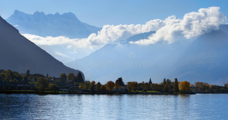 Bewolkte heuvels van Montreux stock foto's