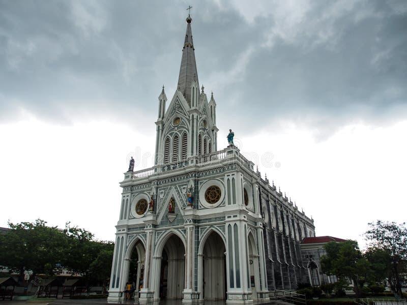 Bewolkte kerk stock afbeelding