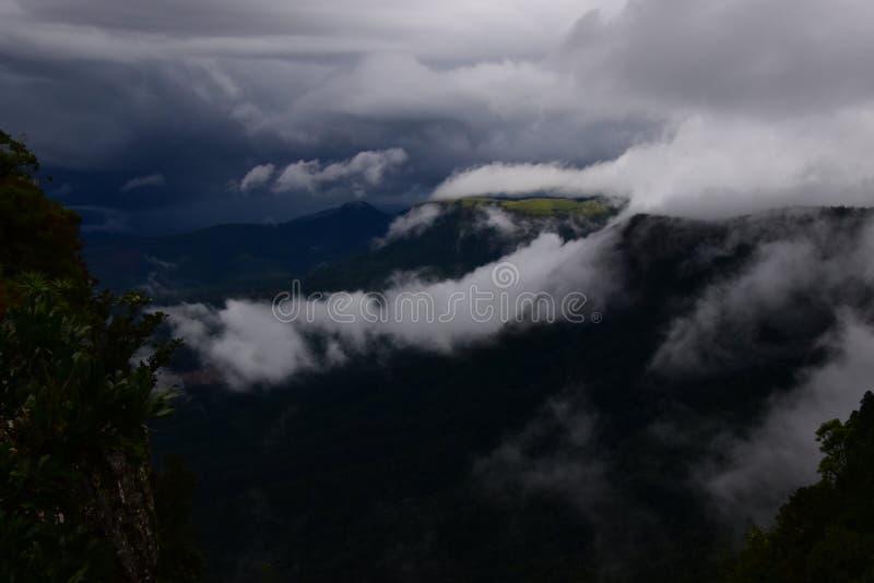 Bewolkte mpumalanga van bergzuid-afrika stock foto's