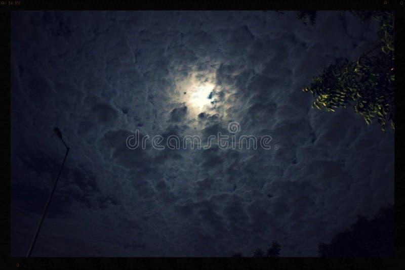 Bewolkte nacht royalty-vrije stock fotografie