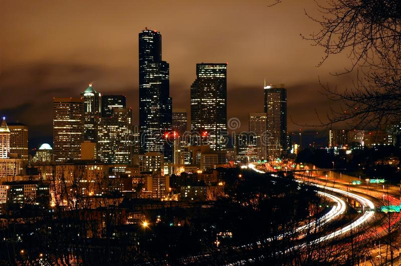 Bewolkte Nacht in Seattle royalty-vrije stock afbeelding
