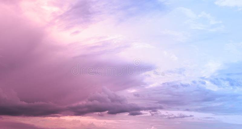 Bewolkte Roze Hemel royalty-vrije stock foto's