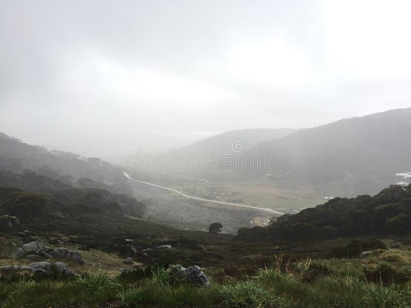 Bewolkte vallei stock afbeelding