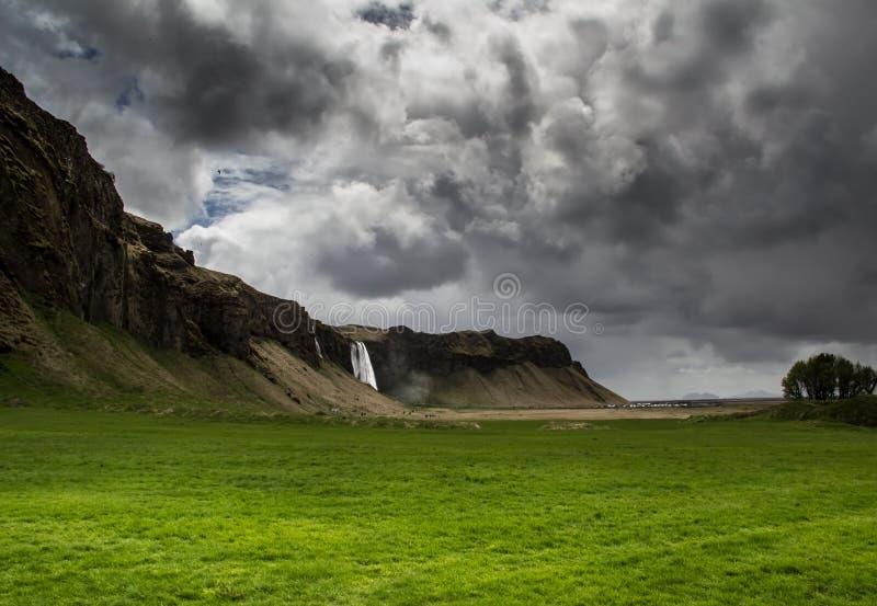 Bewolkte waterval royalty-vrije stock afbeelding