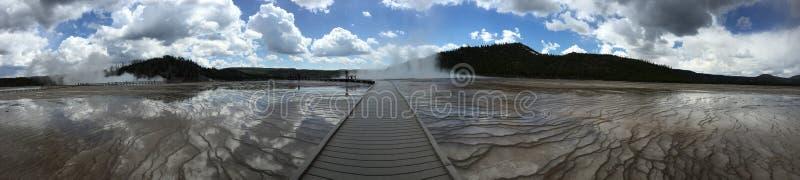 Download Bewolkte weg aan geisers stock foto. Afbeelding bestaande uit mooi - 54090956