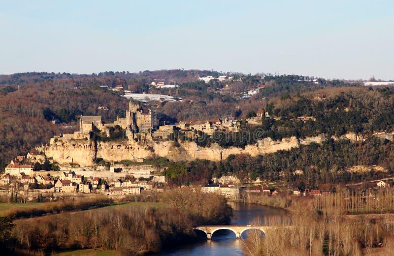 Beynac Schloss und der Dordogne Fluss in Frankreich lizenzfreie stockfotografie