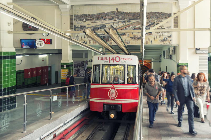 Beyoglu Tunel station, Istanbul, Turkiet royaltyfria foton