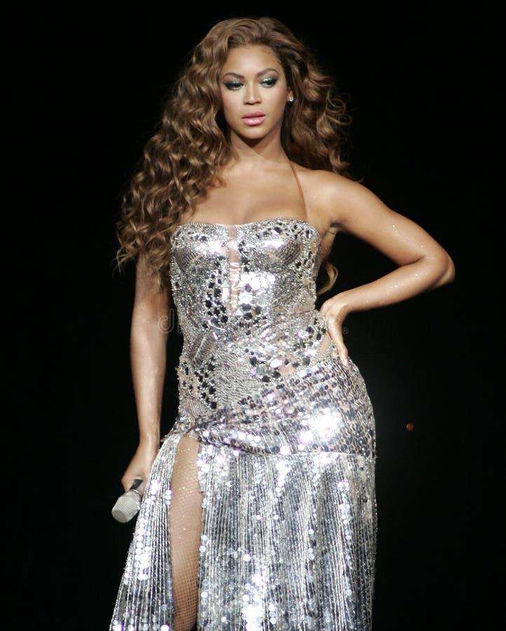 Beyonce führt im Konzert durch stockfotografie