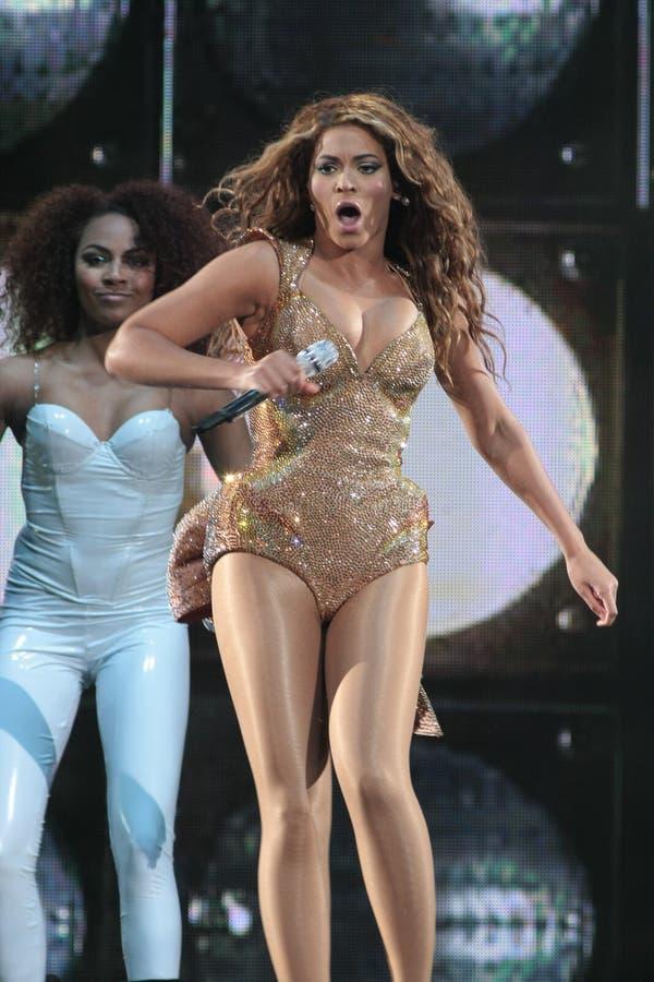 Beyonce presteren Levend bij O2 in Londen stock foto's