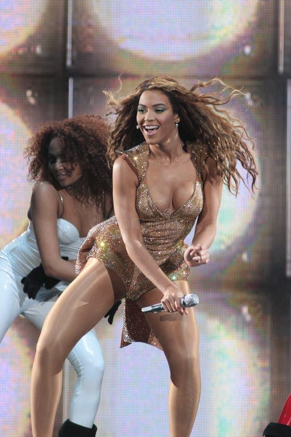 Beyonce presteren Levend bij O2 in Londen stock foto