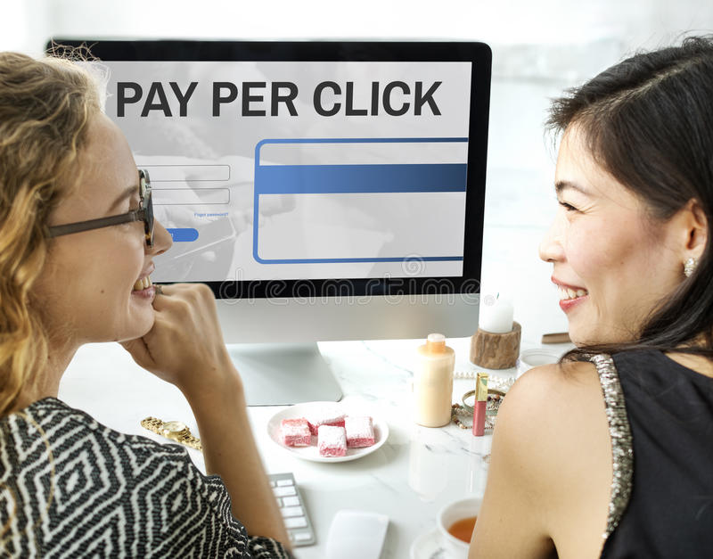 Bezahlung-pro-Klick- Anmeldungs-Website-Zahlungs-Grafik-Konzept stockfotos