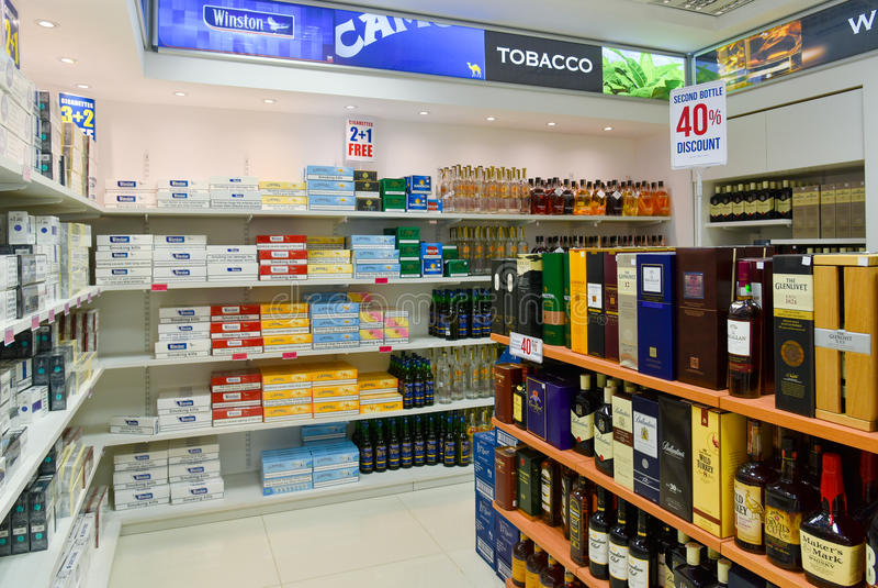 Bezcłowego sklepu papierosy i alkohol zdjęcie royalty free