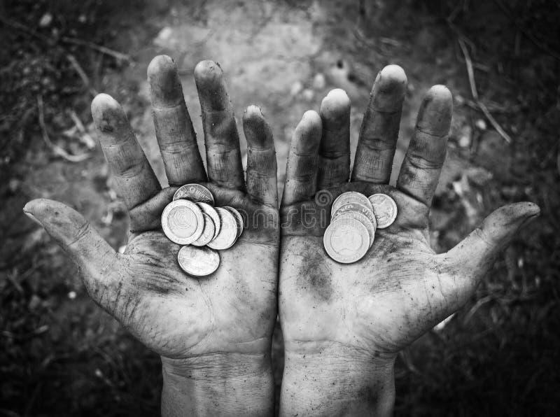 Bezdomna proszałna ręka mężczyzna z pieniądze zdjęcie royalty free