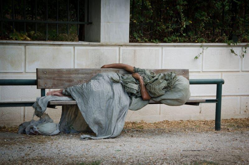 bezdomnego na smutnych Prague street obraz royalty free