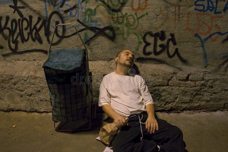 Bezdomny młody człowiek - 03 obrazy stock