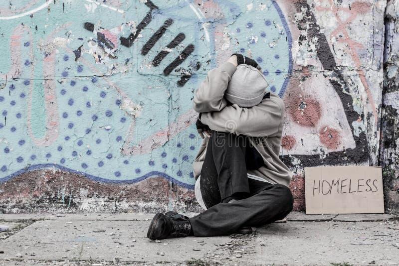 Bezdomny samotny mężczyzna fotografia royalty free