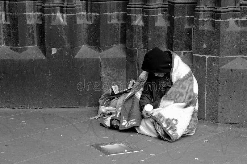 bezdomny w b fotografia stock