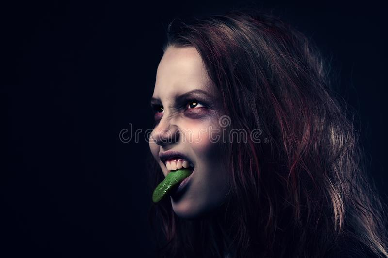 Bezeten meisje met haar uit tong †‹â€ ‹ royalty-vrije stock foto
