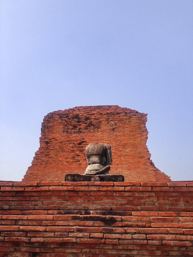 Bezgłowy, jeden handless stara laterytu Buddha statua fotografia royalty free
