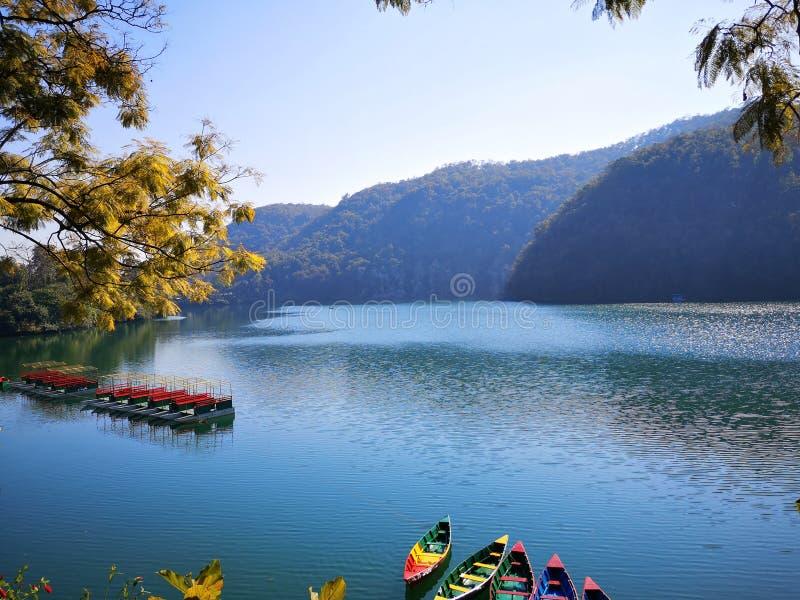 Bezienswaardigheden bezoekende Pokhara-Oever van het meer royalty-vrije stock foto's