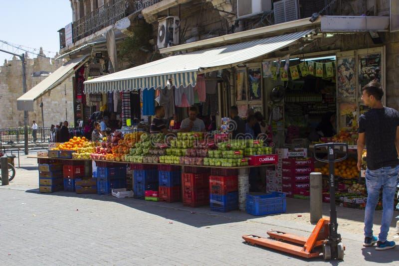 Bezig Nablus-Road in het Arabische Moslimkwart van Jeruzalem stock afbeeldingen