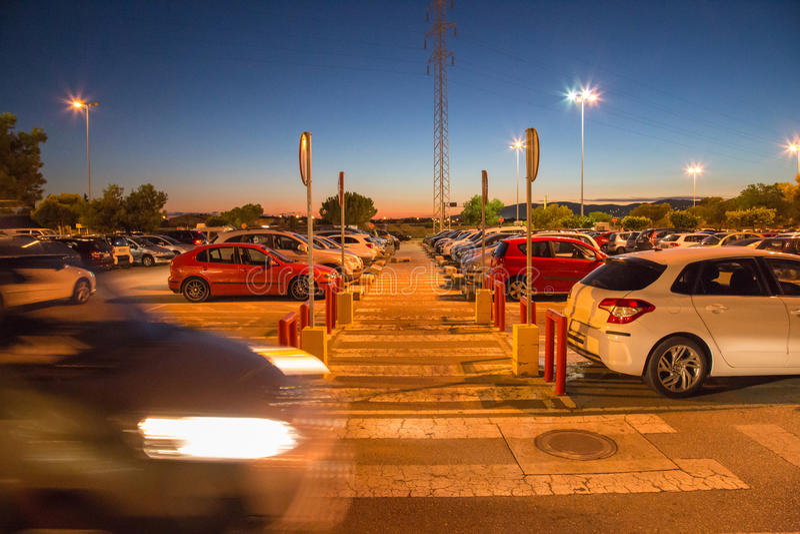 Bezig parkeerterrein stock foto's