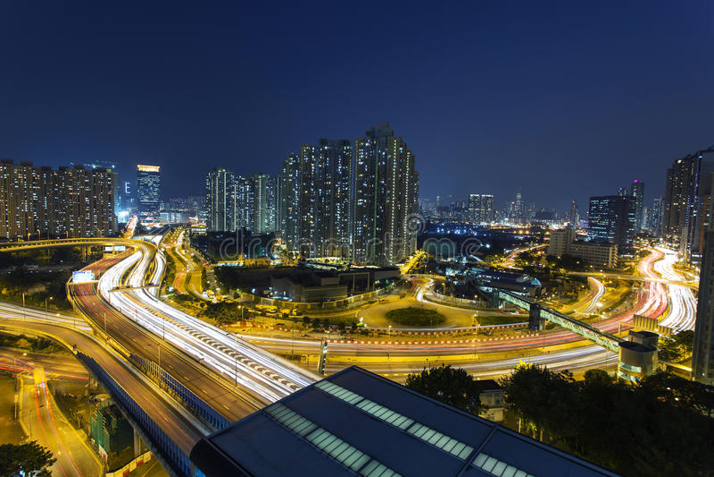 Bezig verkeer in Hongkong bij nacht stock afbeelding
