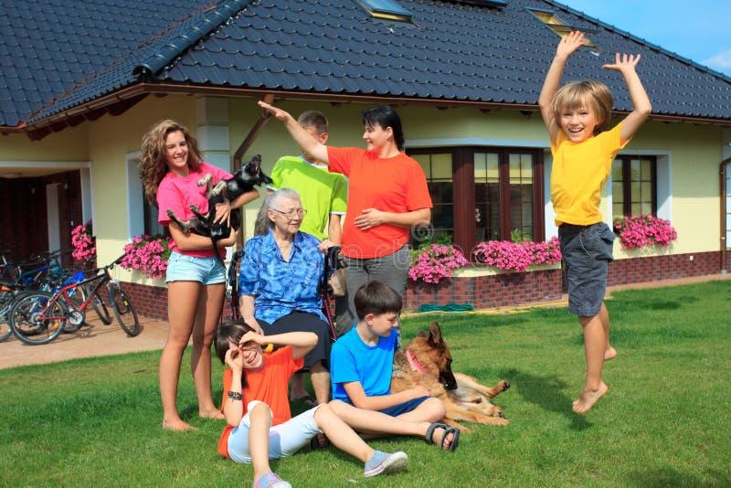 Bezige familie royalty-vrije stock afbeeldingen