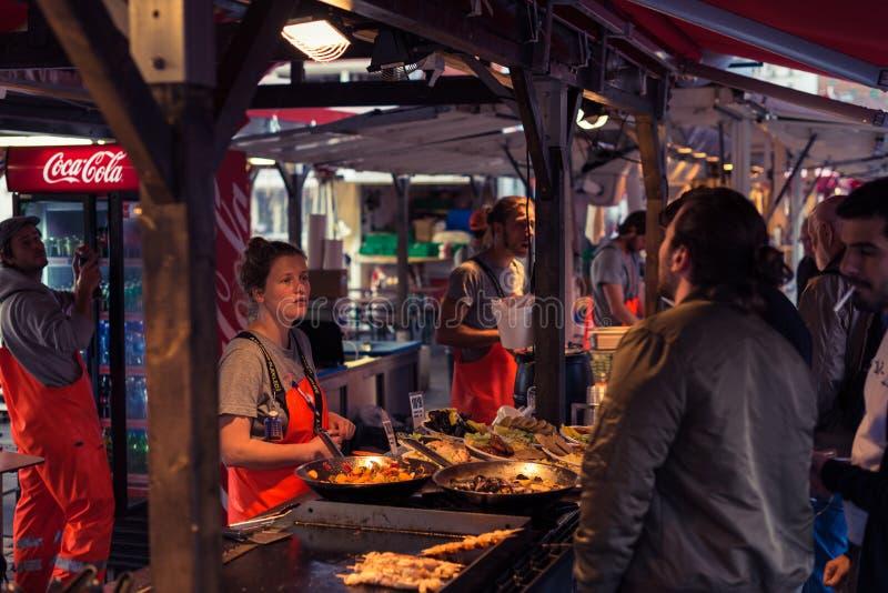 Bezige Vissenmarkt in Bergen royalty-vrije stock afbeeldingen