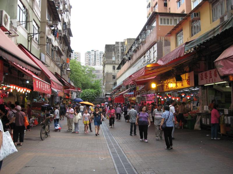 Bezige voetstraat in Tai Po, Hong Kong stock fotografie