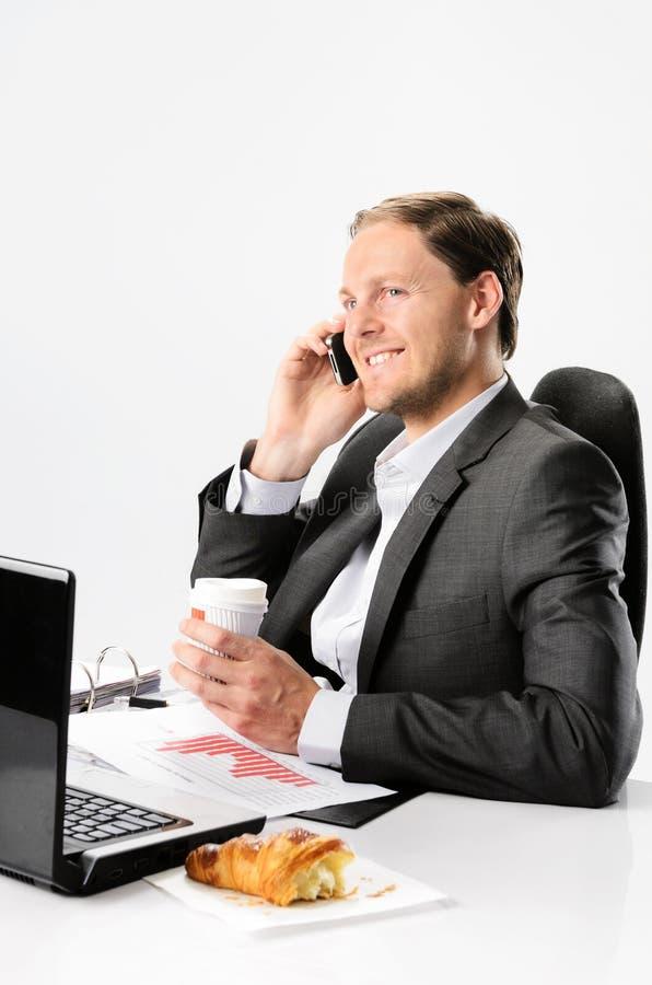Bezige zakenmanbesprekingen op celtelefoon royalty-vrije stock fotografie