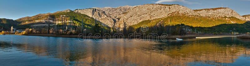 Bezinning in rivier 2 stock afbeelding