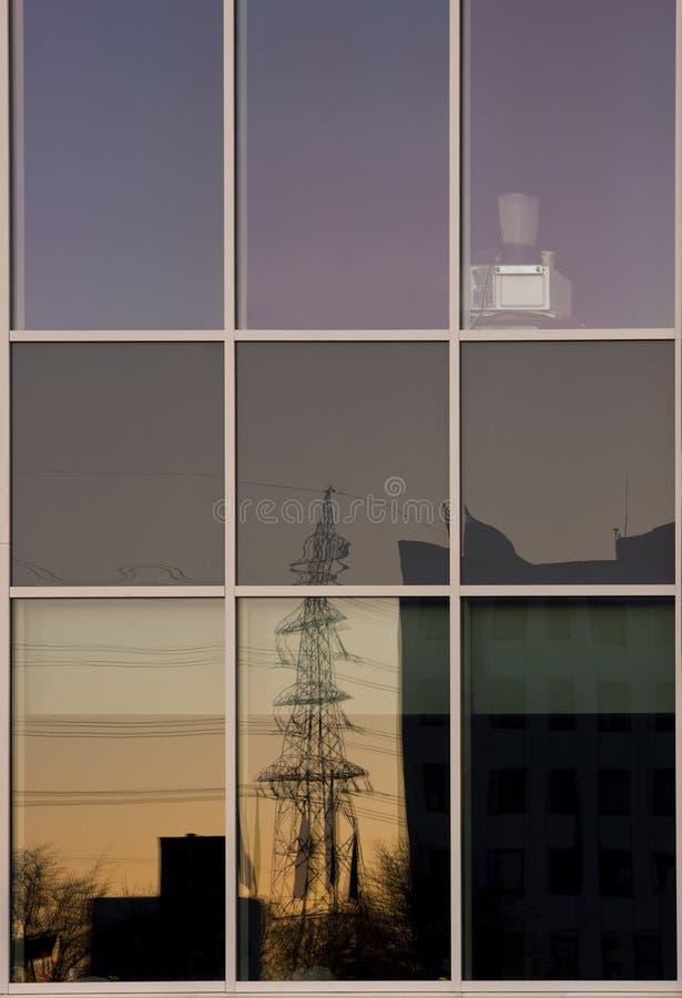 Bezinning van een elektriciteitspyloon royalty-vrije stock afbeelding
