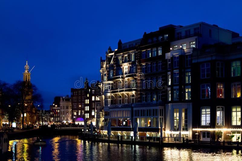 Bezinning van huizen in Amsterdam royalty-vrije stock fotografie