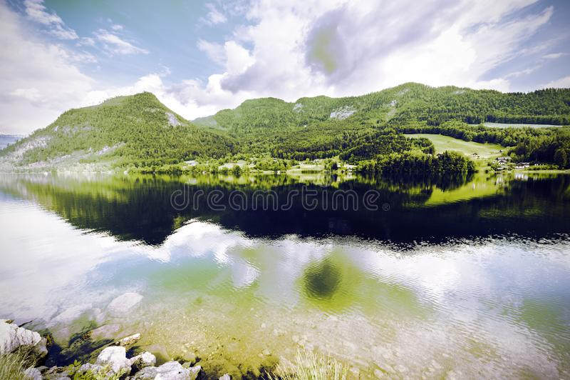 bezinning van wolken in water royalty-vrije stock foto