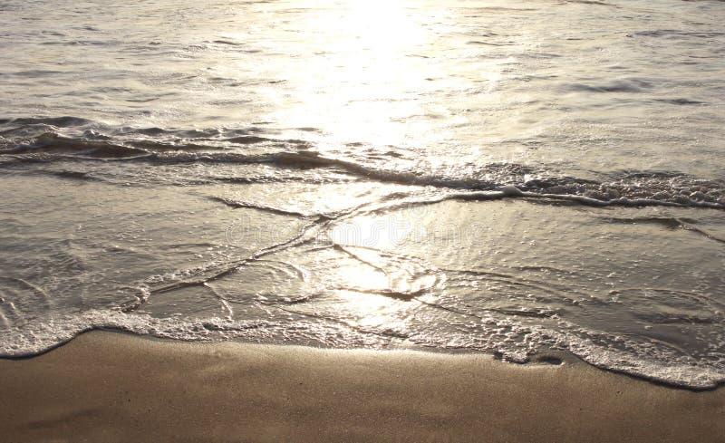Bezinning van zonneschijn in de oceaan stock afbeelding