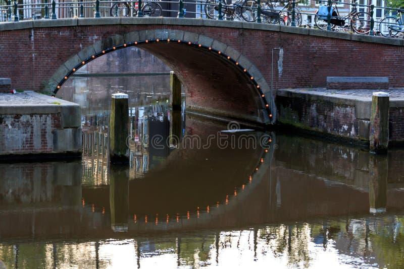 Bezinningen in het kanaal van Amsterdam royalty-vrije stock foto