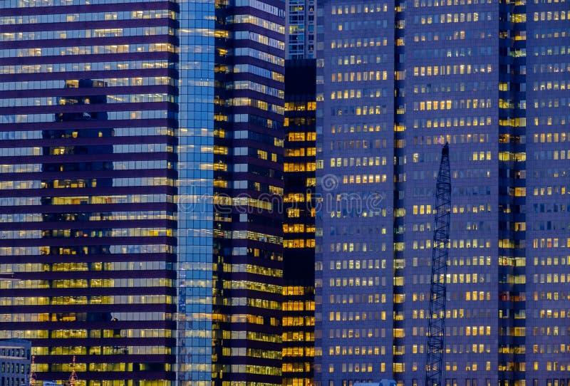 BEZIRKS-Bürogebäudezusammenfassung Manhattans New York Finanz lizenzfreie stockfotos