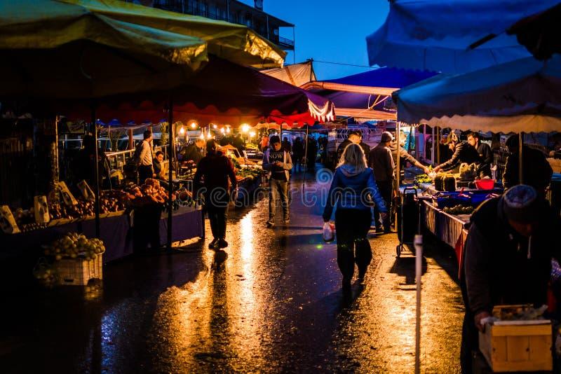 Bezirks-Basar nachts stockfotos