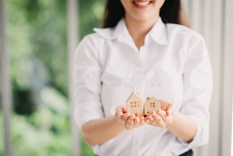 Bezit, hypotheek en huisverzekeringsconcept stock afbeelding