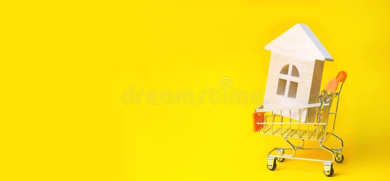 Bezitsinvestering en het financiële concept van de huishypotheek het kopen, het huren en het verkopen flats De huizen van onroere stock fotografie