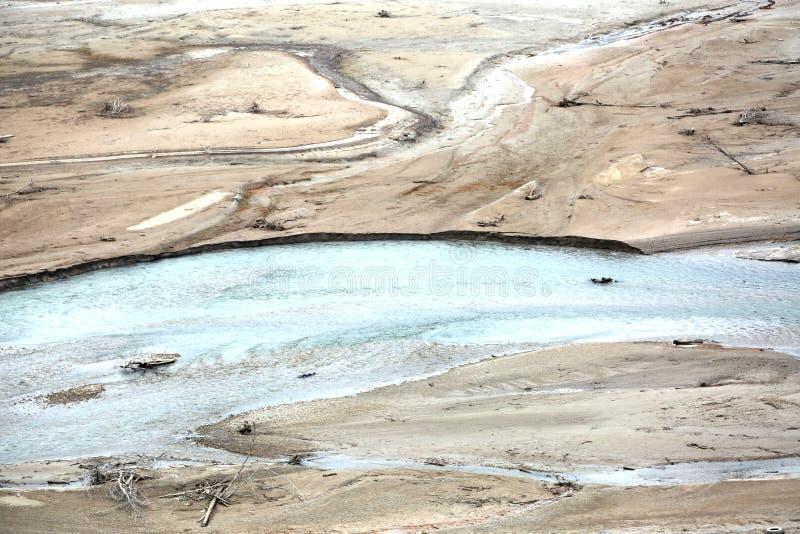 Bezludzie panoramy bagno z few woda i wiele quicksand obrazy royalty free