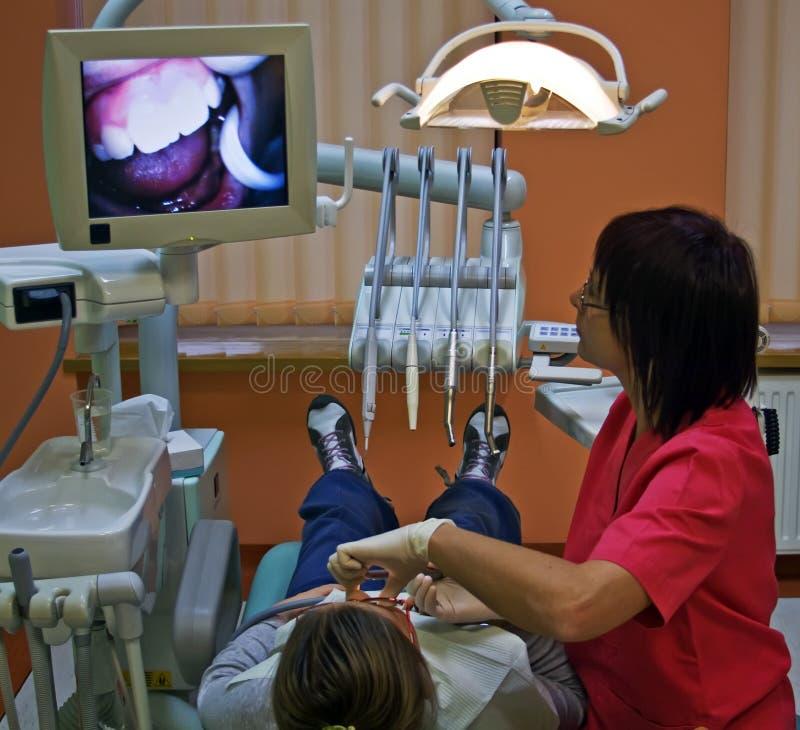 Bezoek bij de tandarts royalty-vrije stock afbeeldingen