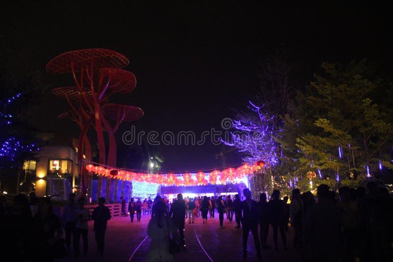 Bezoek het gelukkige de Kustplein van Shenzhen van toeristen in de avond royalty-vrije stock afbeelding
