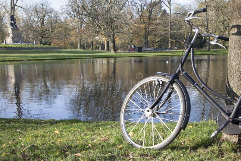 Bezoekend Holland door fiets royalty-vrije stock afbeelding