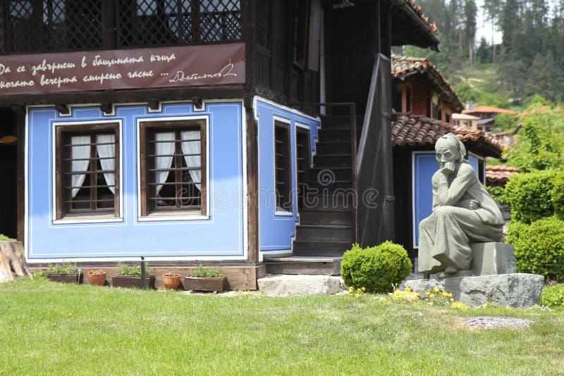 Bezoekend traditioneel dorp stock afbeeldingen